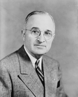 Harry_S_Truman,_bw_half-length_photo_portrait,_facing_front,_1945