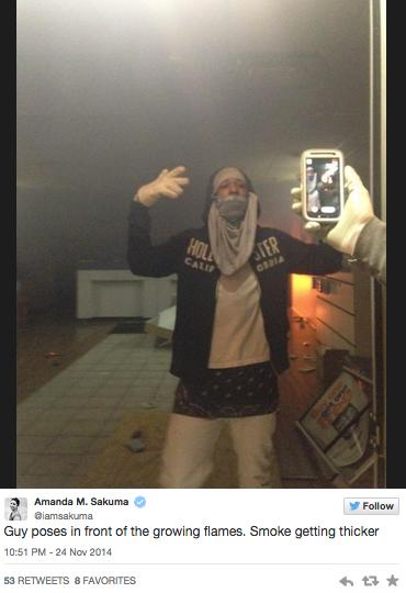 Looting Selfie